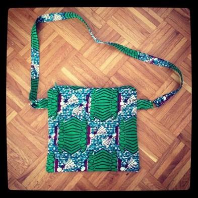 https://justkeepsewing.net/2012/08/05/10-daybag-for-yvette/